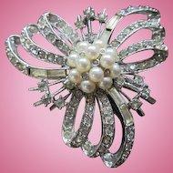 Beautiful Clear Crystal Rhinestones fx Pearls Classic Vintage Brooch Pin