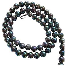 Gorgeous Signed Peacock Iridescent 10 mm fx Pearl Vintage 26 Inch Strand Necklace