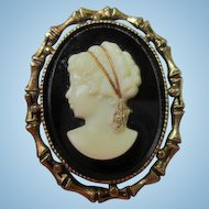 Stunning Glass Cameo Bamboo Antique Gold tone Frame Vintage Brooch Pin Pendant