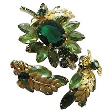 Stunning Emerald Green Huge faceted Oval Swarovski Crystal Brooch Pin with Matching Earrings Vintage Demi Parure Set