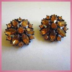 WEISS Signed Citrine Crystal Rhinestones Jappaned Clip Earrings 1950s