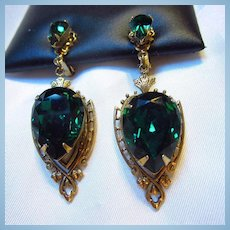 Gorgeous Emerald Green Faceted Pear Victorian Style Clip Earrings