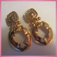 Gorgeous Matte Gold plate Modernist Doorknocker Clip Earrings