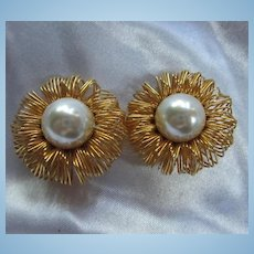 Signed Liza O Wired Gold Plated fz Pearl Statement Clip Earrings