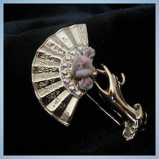 Beautiful Victorian Style Hand Fan Rosettes Brooch