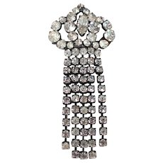 Spade rhinestones vintage pin brooch medallion estate jewelry.
