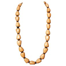 Pebble-yellow long bead necklace vintage collectors' jewelry.