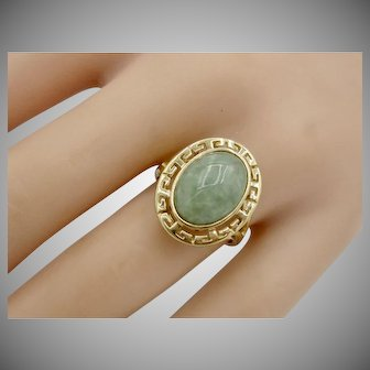 Lovely Vintage 14K Yellow Gold Ring With Natural Jade