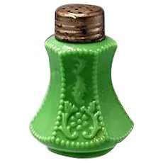 1904-10 McKee FLOWER PANEL green Salt Shaker