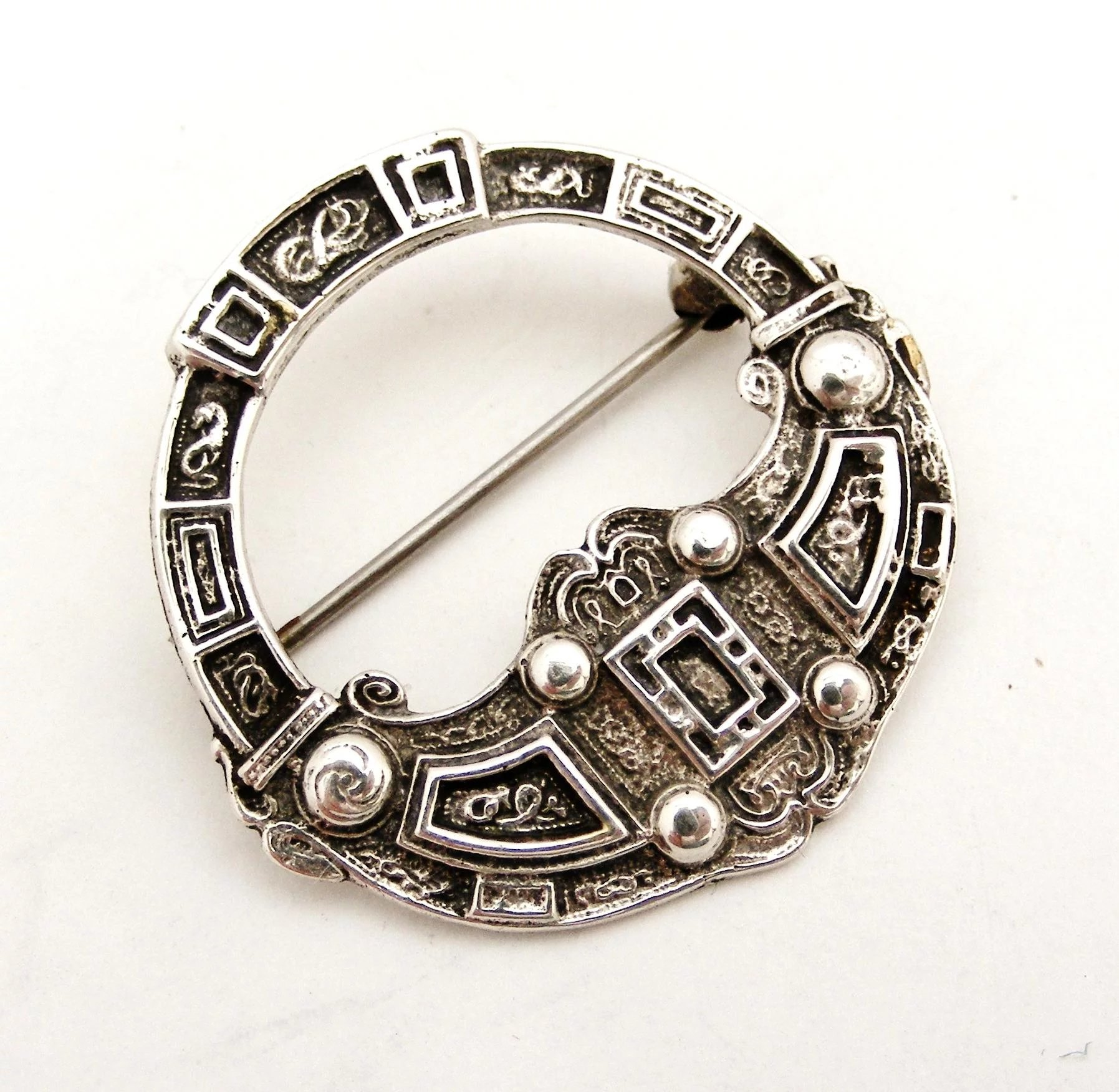 antiques silver antique atlas celtic scottish centre brooch citrine
