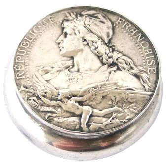 Beautiful French hallmarked silver compact depicting Marianne.