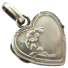 Pretty French silver heart locket charm size, forget me not