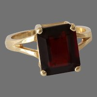 Retro Garnet Cocktail Ring | 14K Yellow Gold | Vintage Solitaire Red