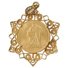 Sovereign Coin Star Pendant | 18K Yellow Gold | 22K Victoria Antique