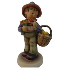 "Goebel Hummel figurine ""Easter Greetings"""