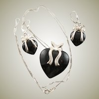 Beautiful Hearts & Bows In Black Onyx & Sterling Silver, Pendant, Chain Necklace & Earrrings