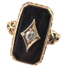 Beautiful 10K Gold, Black Onyx & Diamond Ring