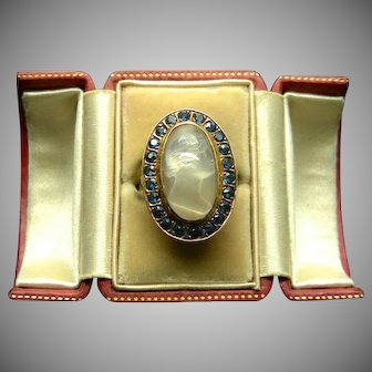 An 18K Gold Moonstone Cameo & Sapphires Ring