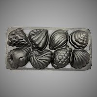 c.1989 John Wright Cast Iron Pan Mold Cake Muffins Candy Seashells Sea Shells .. Weighs 6+ lbs