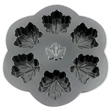 Nordic Ware Mold Maple Leaves  Spring Summer Cupcake Pan - Cake Pan - Cake Mold - Candy Non-Stick