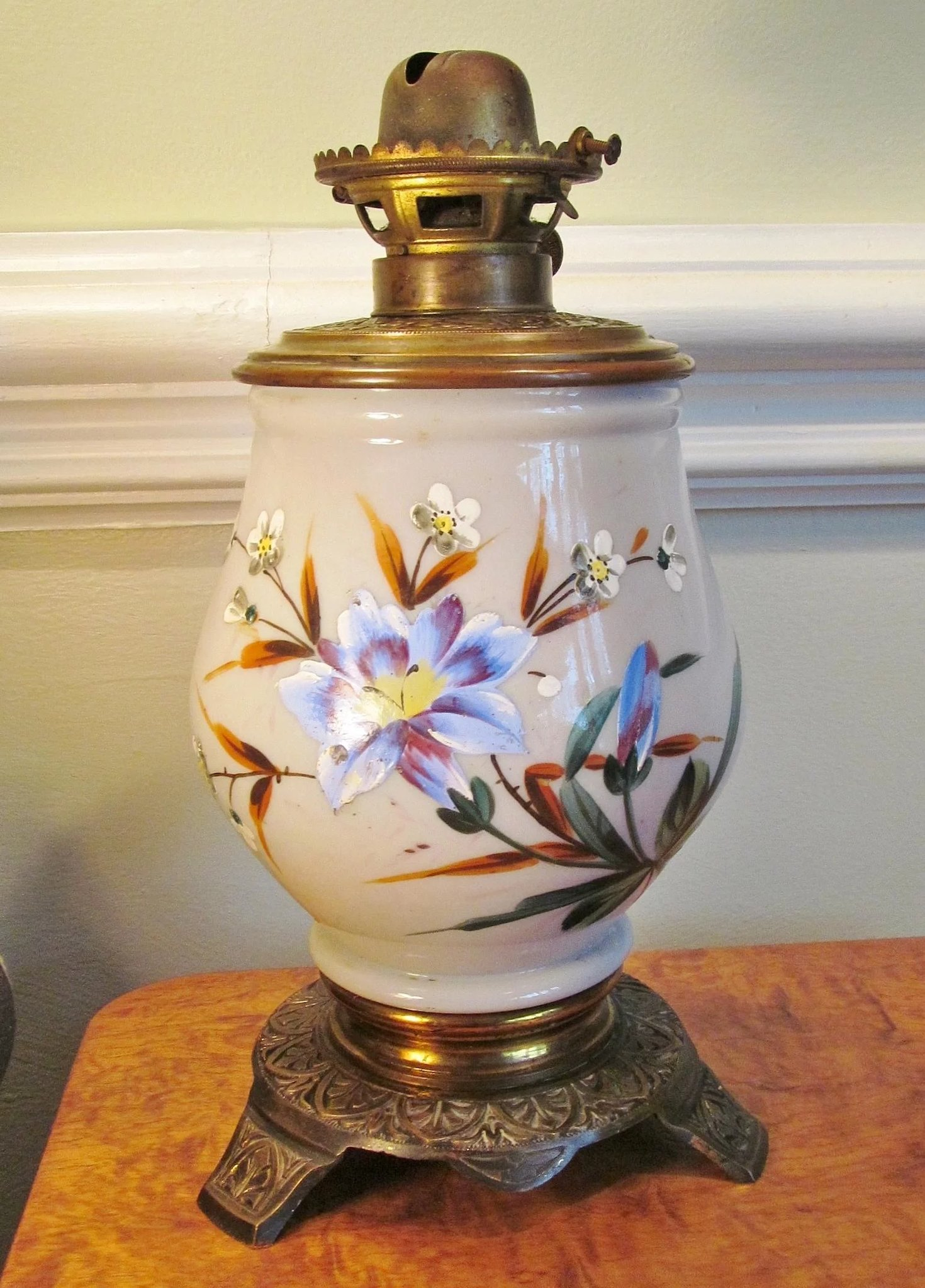 Hand Painted 1880 S Victorian Oil Lamp Enameled Plume