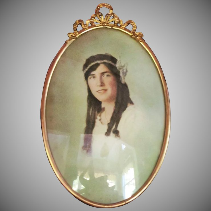 C1918 Oval Metal Frame Hand Tinted Photo Convex Glass Glass