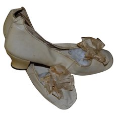 Antique White Leather Wedding Shoes with Silk Bows