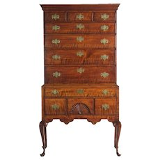 Fine American Queen Anne Curly Maple Highboy Chest of Drawers, New England circa 1760-80