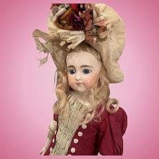 """Adorable Simon & Halbig """"905"""" Doll"""