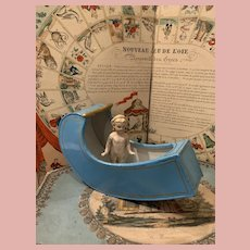 Rare Swing Tub with very Pretty Frozen Doll