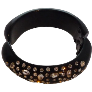 Vintage 1950s Weiss Lucite Plastic Embedded Rhinestones Hinged Clamper Bangle Bracelet