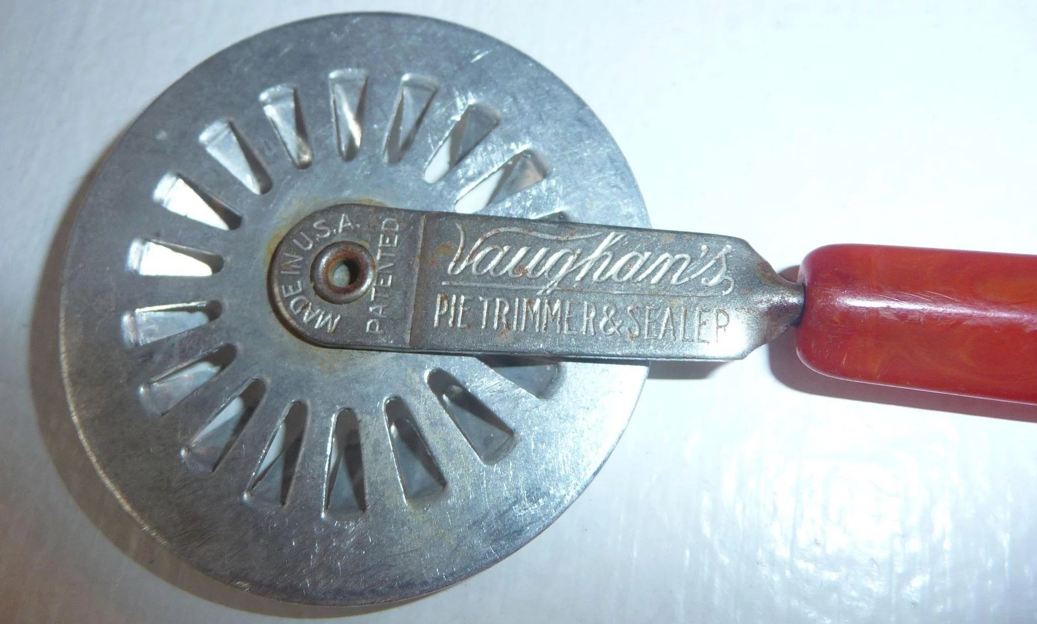 2 Bakelite Kitchen Tools Vintage Bakelite Pie Trimmer Sealer Tool ...