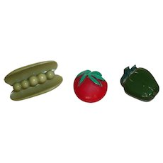 3 Bakelite Celluloid Vegetable Buttons Peas Pepper Tomato Figural Realistic