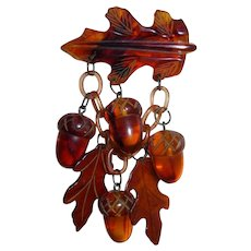 Big Bakelite Figural Realistic Fall Autumn Acorns & Leaves Charms Pin Brooch