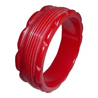Red Bakelite Grooved Scalloped Carved Bangle Bracelet