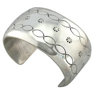 Native American Simplicity: Minimalist Pattern Sterling Silver Cuff Bracelet