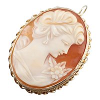 Pretty Vintage Cameo Pendant or Brooch