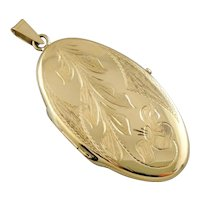 Vintage 18K Yellow Gold Locket with Scrolling Floral Motif,  Retro Era Oval Locket
