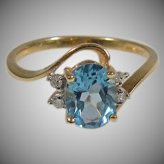 14K yellow gold Oval sky blue Topaz & Diamond Ring Vintage