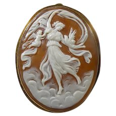18 K Victorian Hand Carved Italian Cameo Brooch/Pendant