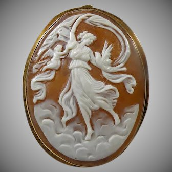 18 K Victorian Hand Carved Italian Cameo Brooch/Pendant