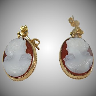 Estate Vintage 14 k Yellow Gold Italian hand carved Cameo shell Pierced earrings