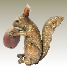 Squirrel Tape Measure With Nut c1910