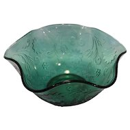 Tiara Exclusives Spruce Green Sandwich 10 IN Crimped Serving Bowl
