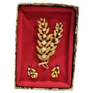 Gold Tone Faux Pearl Pin Earrings Box Set Flowers Ferns