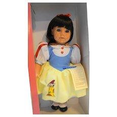 Engel Puppe Snow White Disney Doll NIB NRFB 17 IN Made in Germany