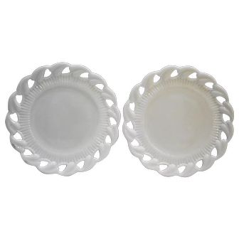 Fostoria Wistar Betsy Ross White Milk Glass Luncheon Plates Pair 8 IN
