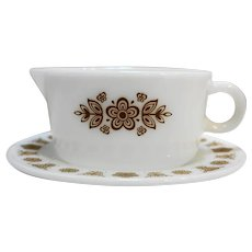 Pyrex Butterfly Gold Gravy Boat With Underplate