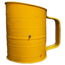 Bromwell Measuring Sifter 3 Cups Yellow Paint