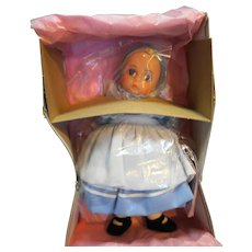 Madame Alexander Alice in Wonderland 454 8 IN NIB Miniature Showcase 1990